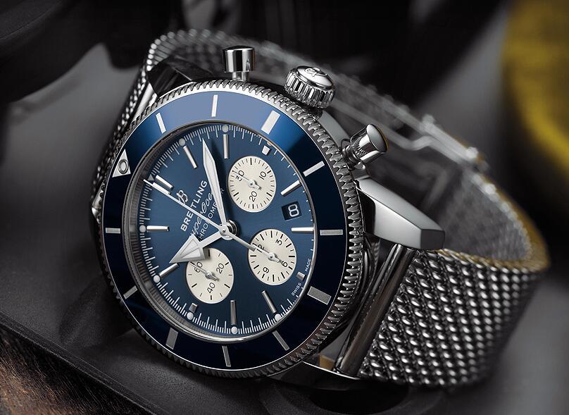 Top duplication watches show novel blue color.