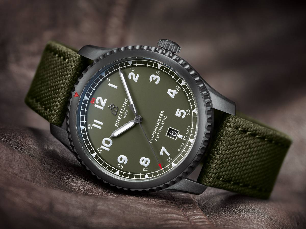 The military green dials sport a distinctive look of military style.